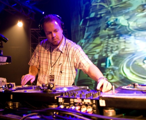 DJ Shadow working those decks like he does best!
